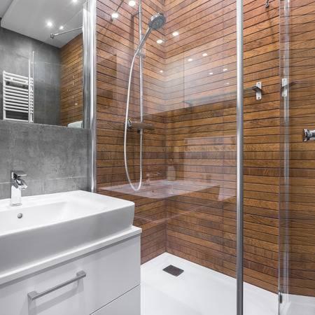 cambio-bañera-ducha-azulejo-color-madera